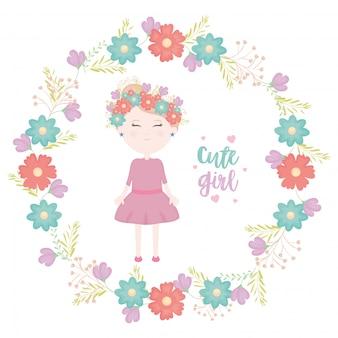 Śliczna mała dziewczynka z kwiecistym korona charakterem