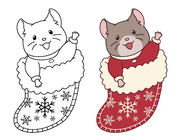 Śliczna mysz siedzi w świątecznej skarpecie na prezenty. kontur doodle obraz do kolorowania książki, naklejki, pocztówki.