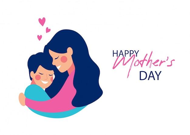 Śliczna potomstwo matka obejmuje jej syna z miłością.
