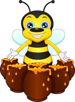 Śliczna pszczoła z miodem na białym tle