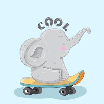 Śliczna ręka rysujący kreskówka słoń na deskorolka.