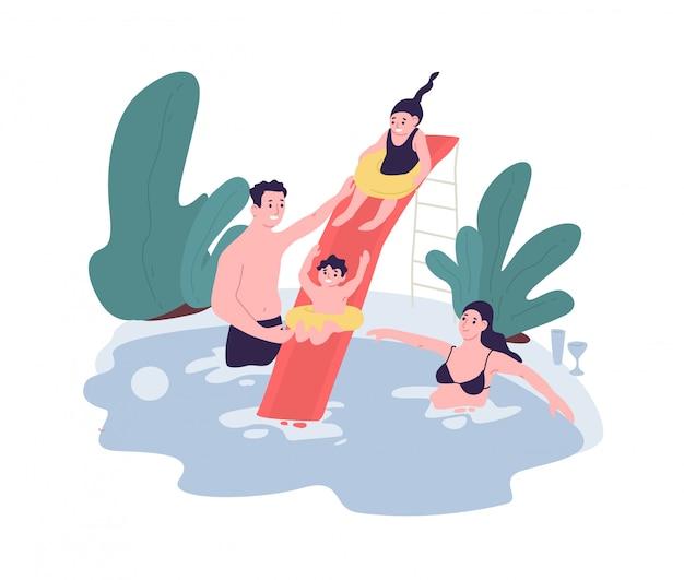 Śliczna rodzina ma zabawę przy woda parkiem. mama, tata i dzieci wspólnie spędzają czas w basenie. spędzania wolnego czasu. śmieszne postaci z kreskówek na białym tle. płaska ilustracja.