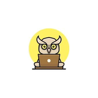 Śliczna sowa ilustracja pracująca ze stylem kreskówki laptopa