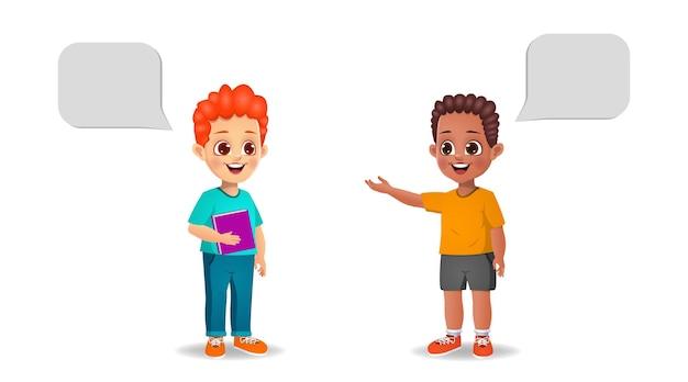 Śliczne dzieci chłopiec rozmawiają ze sobą