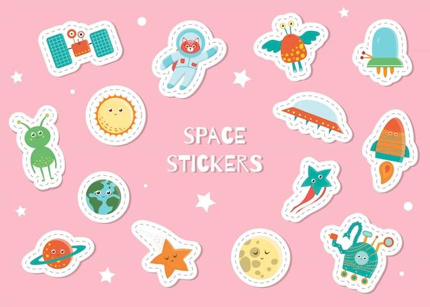 Śliczne kosmiczne naklejki dla dzieci na różowym tle. jasna płaska ilustracja satelity, astronauta, kosmita, słońce, planeta, ziemia, gwiazda, księżyc, ufo, łazik, rakieta. kosmiczne uśmiechnięte postacie dla dzieci