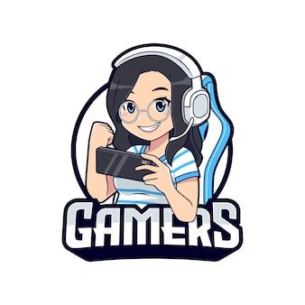 Śliczne okulary gamer dziewczyna kreskówka trzymając smartfon maskotka logo