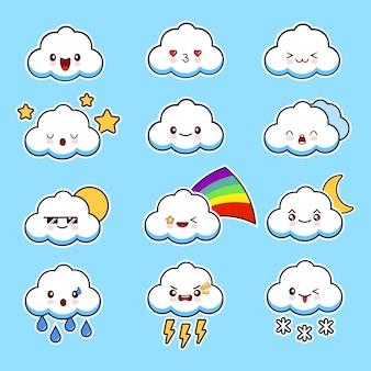 Śliczne smily chmury z twarzami wektor zestaw kawaii. pojedynczo na niebieskim tle.