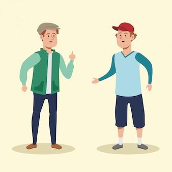 Śliczni mężczyźni rozmawiający z codziennymi ubraniami