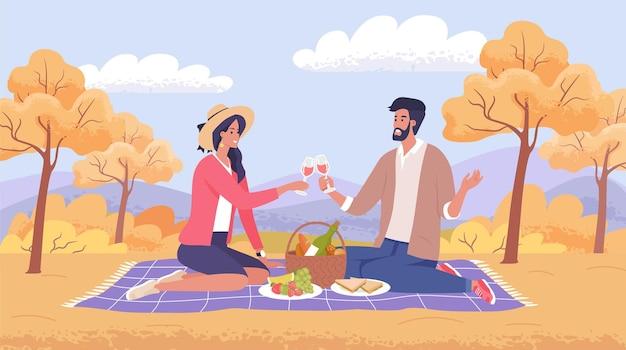 Śliczni młodzi ludzie, mężczyzna i kobieta na jesiennym romantycznym pikniku