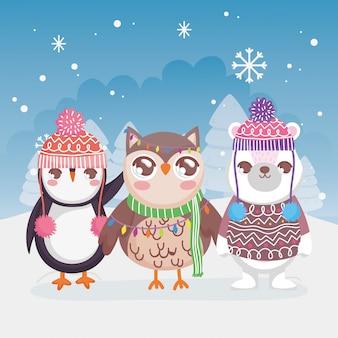 Śliczni niedźwiedzia polarnego pingwinu i sowy śniegu krajobrazu zimy wesoło boże narodzenia