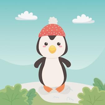 Śliczny i mały pingwin w polu