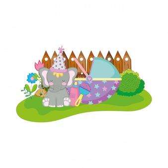 Śliczny i mały słoń z przyjęciem kapeluszem