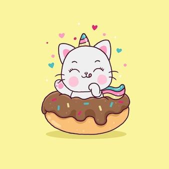 Śliczny jednorożec kot kreskówka na deser na żółtym tle