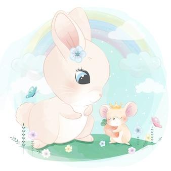 Śliczny królik bawić się z małą myszą