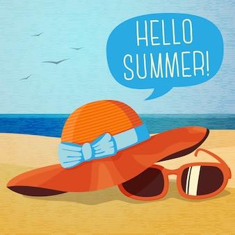 Śliczny letni plakat - kapelusz i okulary przeciwsłoneczne na piasku na plaży, dymek dla tekstu.
