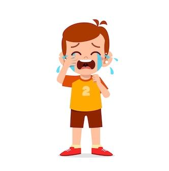 Śliczny mały chłopiec z płaczem i złością