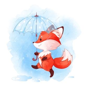 Śliczny mały lis chodzi pod parasolem w deszczu.