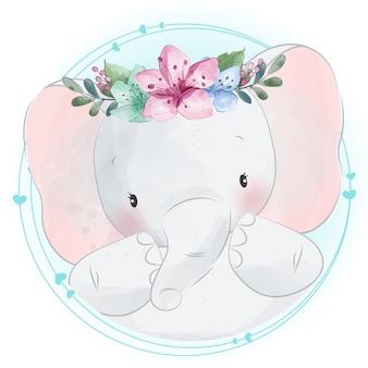 Śliczny mały słoń z kwiecistym portretem