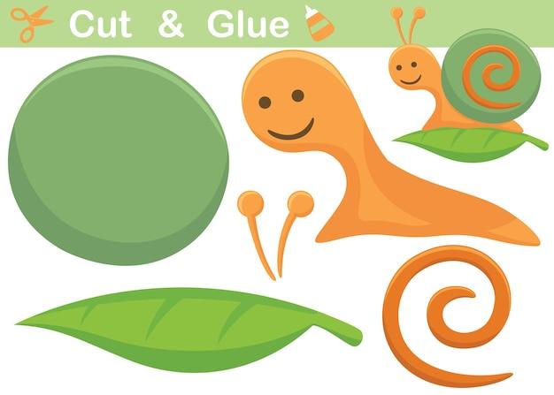 Śliczny ślimak na liściu. papierowa gra edukacyjna dla dzieci. wycięcie i klejenie. ilustracja kreskówka