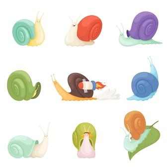 Ślimaki kreskówki. znaki, śmieszne owady, zwierzęta, symbole powolne.