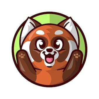 Słodka czerwona panda uśmiechni się i podnosi ręce kreskowana maskotka