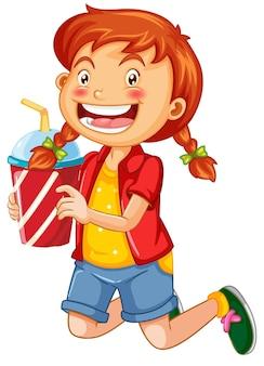 Słodka dziewczyna trzyma postać z kreskówki kubek napoju na białym tle