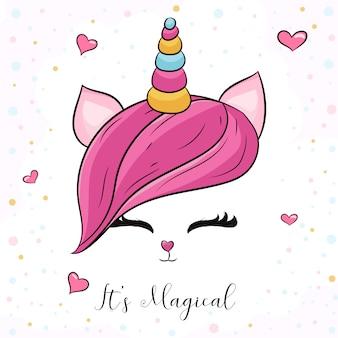 Słodka głowa jednorożca z różowymi włosami