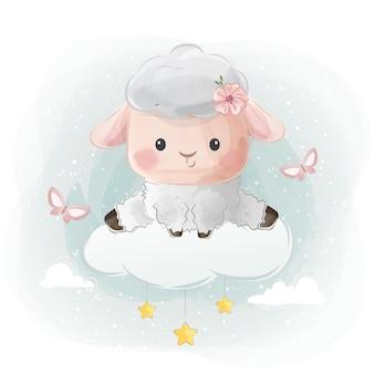 Słodka mała owieczka siedząca na chmurze