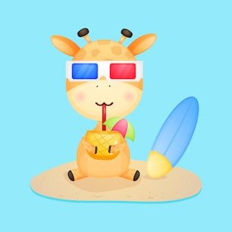 Słodka żyrafa trzyma sok ananasowy letnia kreskówka