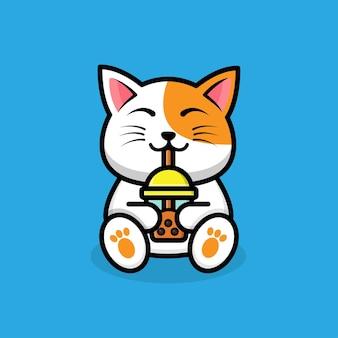 Słodki kot pijący herbatę boba