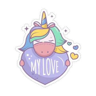 Słodki magiczny jednorożec trzyma serce