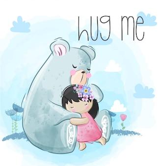 Słodki miś przytula małą dziewczynkę