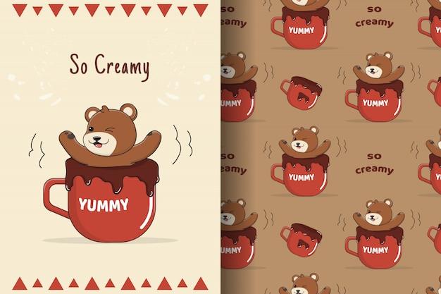 Słodki miś z wzór kubek czekolady i karty
