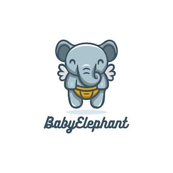Słodki słoń niemowlęcia latający ze skrzydłami logo maskotka