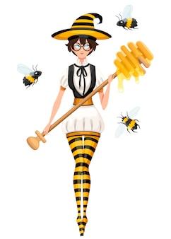 Słodkie brązowe włosy wiedźma miód latający z pszczołami. kobieta trzyma miód czerpak, różdżka. kostium w paski pszczoły. ilustracja na białym tle