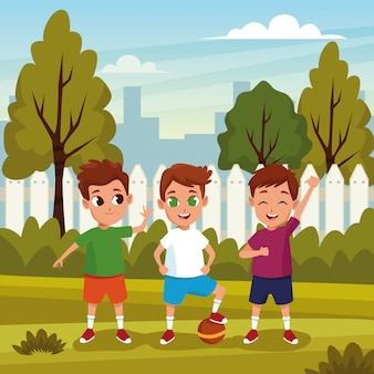 Słodkie dzieci bawiące się w kreskówkach natury