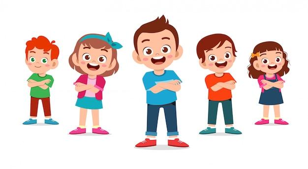 Słodkie dzieci chłopiec i dziewczynka skrzyżowane ręce zestaw