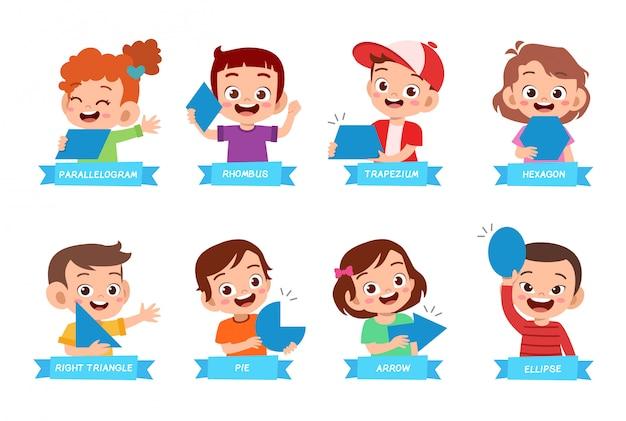 Słodkie dzieci uczą się podstawowego kształtu