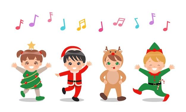 Słodkie dzieci w strojach świątecznych razem śpiewają i tańczą.