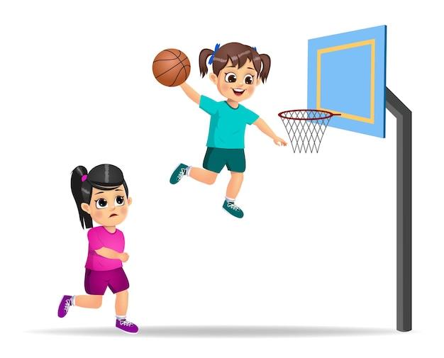Słodkie dziecko gra w koszykówkę
