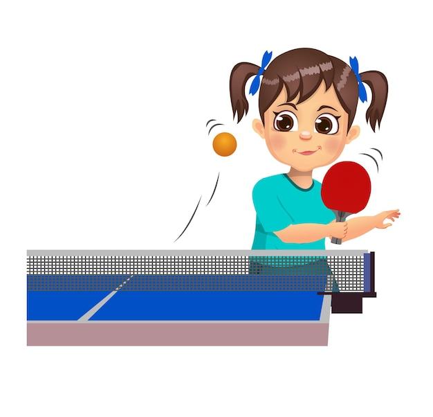 Słodkie dziecko gra w tenisa stołowego