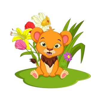 Słodkie dziecko kreskówka lew siedzi na trawie