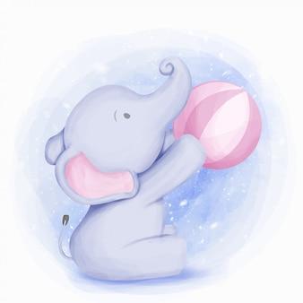 Słodkie dziecko słoń gra w piłkę