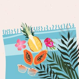 Słodkie egzotyczne owoce tropikalne, kwiaty i okulary przeciwsłoneczne leżące na ręczniku plażowym. koncepcja czasu letniego. modna ilustracja do baneru internetowego, karty z pozdrowieniami, projekt zaproszenia.