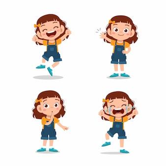 Słodkie małe dziecko dziewczyna pozuje z różnymi zestawami wyrażeń