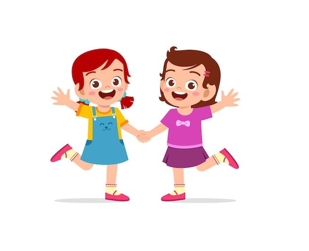 Słodkie małe dziecko dziewczynka trzymając rękę z przyjacielem