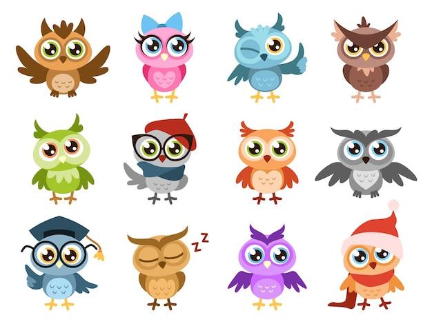 Słodkie sowy. kolorowe przyjazne sowy, urodzinowe naklejki na prysznic dla dzieci. śmieszne zwierzę radosne ptaki leśne lub zoo, słodkie komiksowe postacie kreskówka na białym tle wektor zestaw