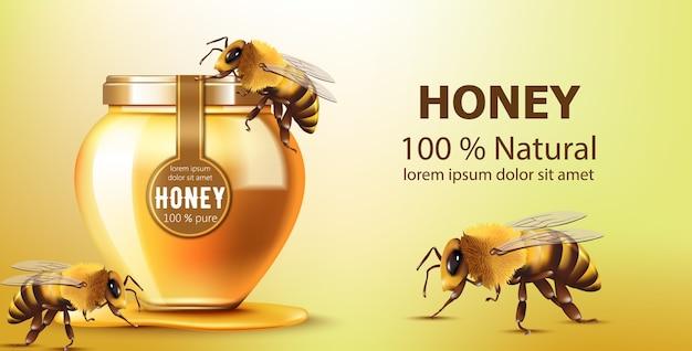 Słoik wypełniony miodem w otoczeniu pszczół