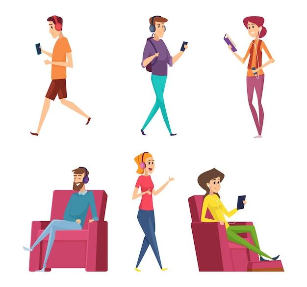 Słuchanie muzyki z zestawu słuchawkowego. postacie męskie i żeńskie relaksujące się na kanapie lub kanapie szczęśliwe osoby r. ludzi z kreskówek.