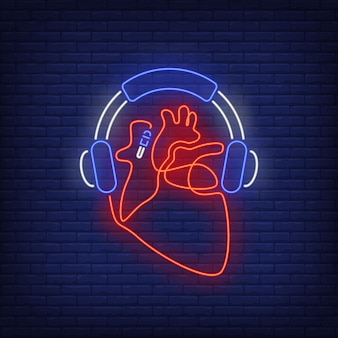 Słuchawki i serce wykonane z kabla neonowego